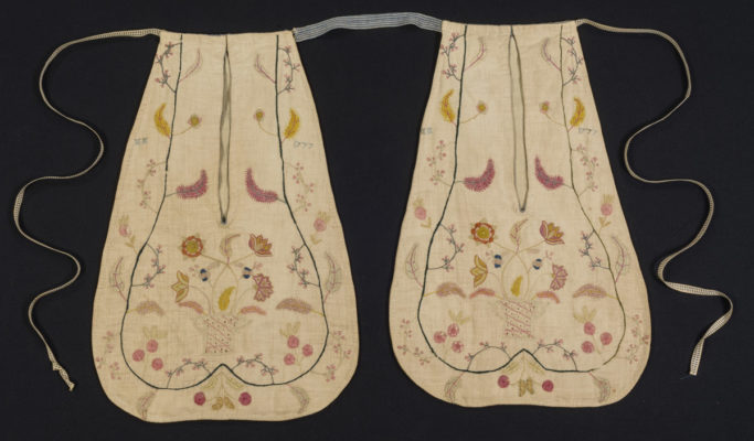 Two embroidered pockets.
